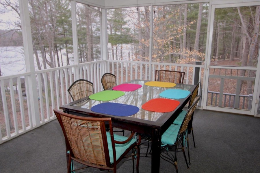 Large Screened in porch