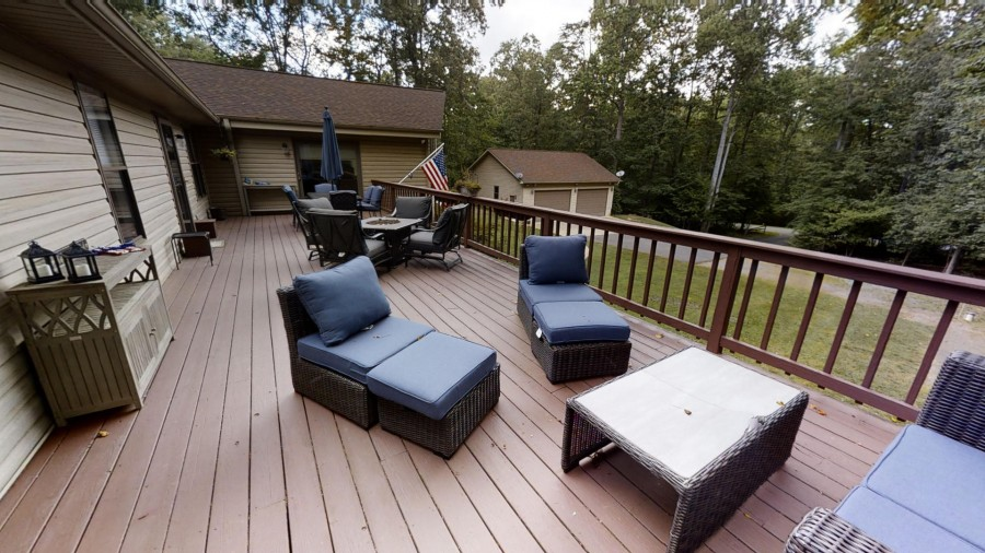 Front deck seating