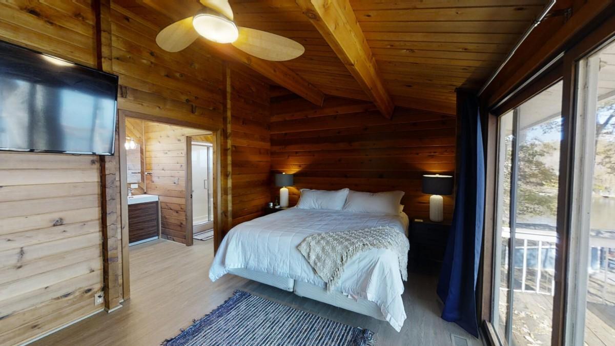 primary bedroom main level